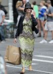 Celebrities Wonder 58814358_blake-shopping_1.jpg