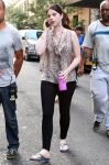 Celebrities Wonder 60680604_michelle-trachtenberg-gossip-girl-set_2.jpg