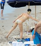 Celebrities Wonder 60953253_gwen-stefani-bikini_8.jpg