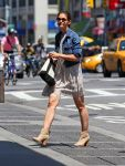 Celebrities Wonder 61140376_katie-holmes-nyc_4.jpg