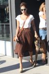 Celebrities Wonder 63350447_eva-mendes-dog_1.JPG