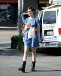 Celebrities Wonder 63625_anne-hathaway-denim-dress_3.jpg