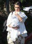 Celebrities Wonder 67151387_kim-kourtney-kardashian_8.jpg