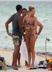 Celebrities Wonder 68127364_doutzen-kroes-bikini_4.jpg
