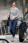 Celebrities Wonder 68835221_mandy-moore-Dry-Cleaners_4.jpg