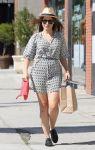 Celebrities Wonder 710558_sophia-bush-shopping_1.jpg