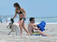 Celebrities Wonder 71250313_olivia-wilde-bikini_5.jpg