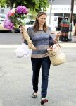 Celebrities Wonder 7362824_jennifer-garner-farmers-market_3.jpg