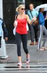Celebrities Wonder 77457286_cameron-diaz-leggings_3.JPG