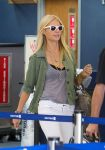 Celebrities Wonder 77596895_gwyneth-paltrow-lax-airport_5.jpg