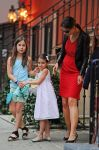 Celebrities Wonder 77788475_katie-holmes-and-suri_8.jpg
