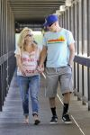 Celebrities Wonder 79648489_pregnant-reese-witherspoon-hospital_2.jpg