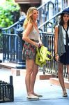 Celebrities Wonder 84452197_blake-lively-set-gossip-girl_4.jpg