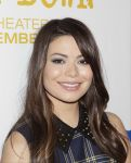 Celebrities Wonder 85110583_miranda-cosgrove-Teachers-Rock-concert_8.jpg