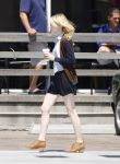 Celebrities Wonder 87590094_emma-stone-shopping_5.jpg
