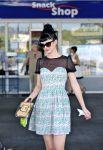 Celebrities Wonder 89494442_krysten-ritter-gas-station_5.jpg