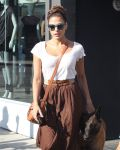 Celebrities Wonder 97096341_eva-mendes-dog_3.JPG