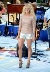 Celebrities Wonder 9841204_carrie-underwood-today-show_1.jpg