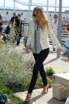 Celebrities Wonder 10133477_blake-lively-venice_2.jpg