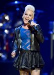 Celebrities Wonder 12138843_2012-iHeartRadio-Music-Festival_Pink 4.jpg