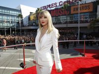 Celebrities Wonder 19514745_taylor-swift-mtv-vma-2012_5.JPG