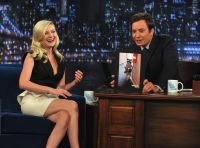 Celebrities Wonder 19636899_kirsten-dunst-jimmy-fallon_7.jpg