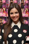Celebrities Wonder 31247802_victoria-justice-signing_7.jpg