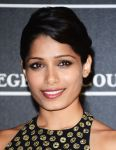 Celebrities Wonder 38598692_freida-pinto-venice_4.jpg