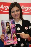 Celebrities Wonder 39296609_victoria-justice-signing_6.jpg