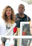 Celebrities Wonder 40871278_beyonce-jay-z-festival_3.jpg