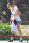 Celebrities Wonder 45863021_natalie-portman-baby_3.jpg