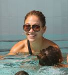 Celebrities Wonder 48621530_jennifer-lopez-bikini_8.jpg
