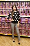 Celebrities Wonder 51324455_victoria-justice-signing_2.jpg