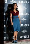 Celebrities Wonder 57023472_salma-hayek-Savages-photocall-in-London_4.jpg