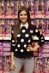Celebrities Wonder 62234849_victoria-justice-signing_5.jpg