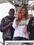 Celebrities Wonder 69692069_beyonce-jay-z-festival_2.jpg