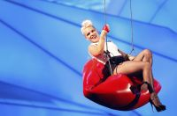 Celebrities Wonder 72538254_pink-performs-mtv-vma_6.jpg