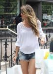 Celebrities Wonder 73385605_pregnant-gisele-bundchen_5.jpg