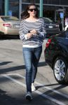 Celebrities Wonder 77657415_liv-tyler-whole-foods_2.jpg