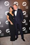 Celebrities Wonder 7844552_salma-hayek-gucci-award_3.jpg