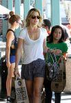Celebrities Wonder 83155809_ali-larter-shopping_7.jpg