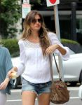 Celebrities Wonder 86156040_pregnant-gisele-bundchen_4.jpg