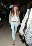 Celebrities Wonder 95400831_jessica-biel-airport_3.jpg