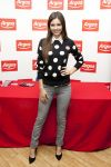 Celebrities Wonder 99883972_victoria-justice-signing_3.jpg