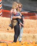Celebrities Wonder 10994740_hilary-duff-pumpkin-patch_2.jpg