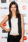 Celebrities Wonder 12328098_victoria-justice-Keep-A-Child-Alive-Dream-Halloween-Party_3.jpg