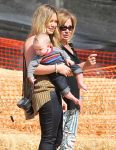Celebrities Wonder 18232008_hilary-duff-pumpkin-patch_3.jpg