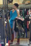 Celebrities Wonder 20142581_anne-hathaway-shopping_5.jpg