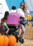 Celebrities Wonder 22465282_jessica-alba-pumpkin-patch_4.jpg