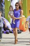 Celebrities Wonder 23548979_victoria-beckham-shopping-halloween_3.jpg